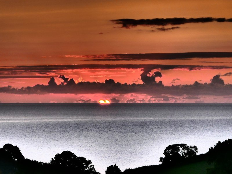 Look at this incredible sunrise over the sea at Teignmouth