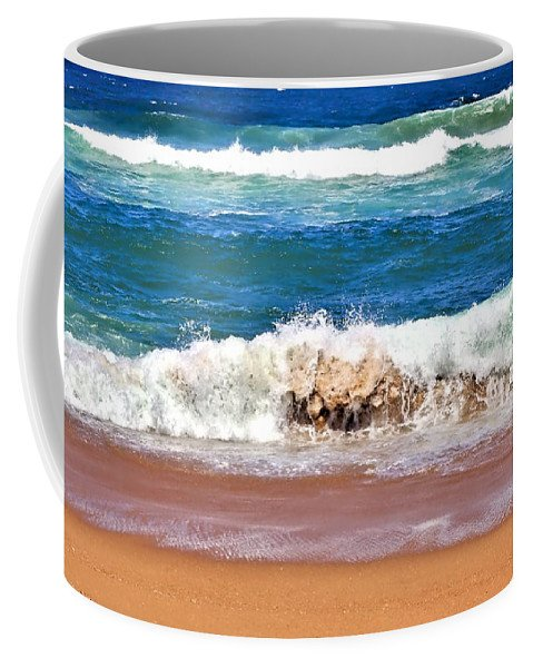 Breaking Waves Coffe Mug - relaxing by the sea while you drink your coffee!