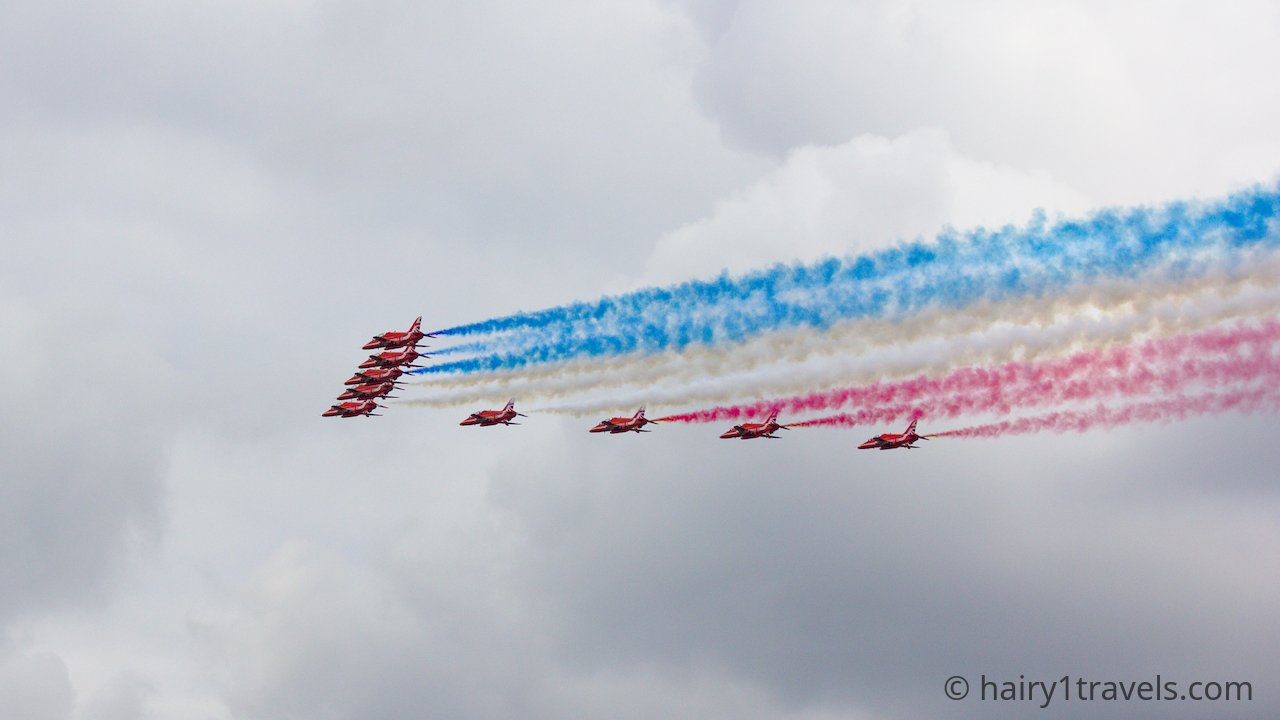 The Red arrows all grouped together with a re white and blue trail.